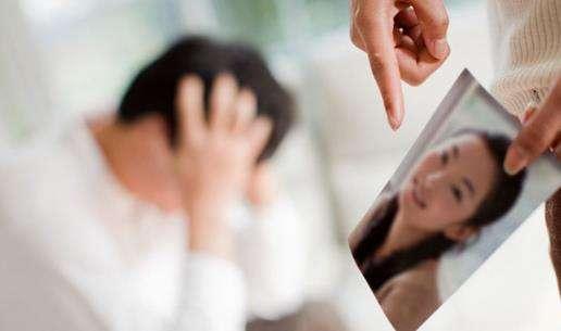 老公出轨想离婚_老公出轨想离婚妻子怎么做_老公出轨想逼老婆离婚的表现